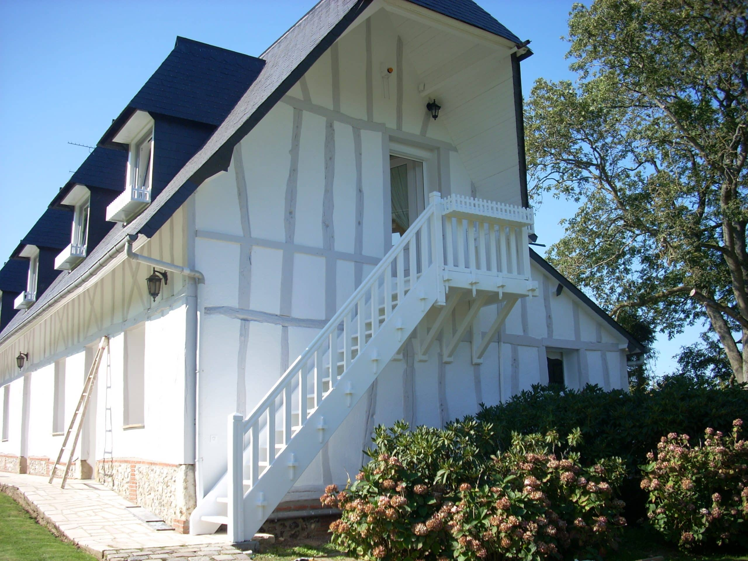 colombage gris sur maison normande (1)